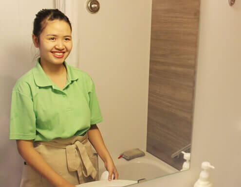 笑顔のスタッフの写真